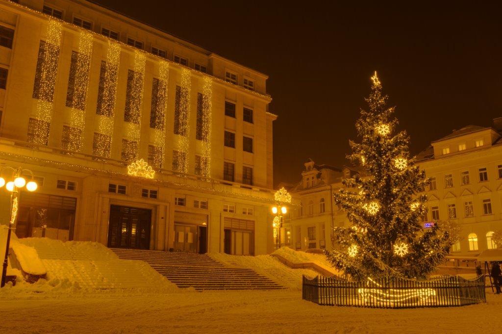 Vánoční dekorace - město Jablonec v zimě